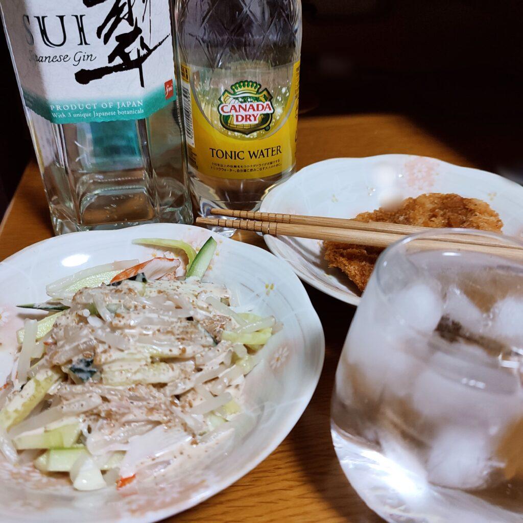 翠と食事を一緒に食べている画像